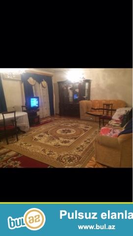 Cдается 4-х комнатная квартира в центре города,в 8 МКР-е, рядом с Гоша Заправкой...
