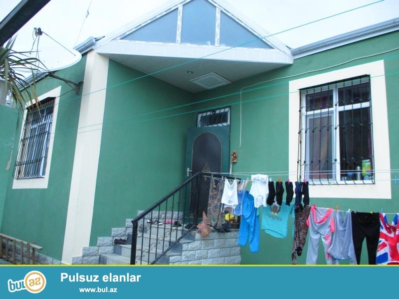 Abseron rayonu,Masazir qesebesinde marsurut yolundan 80m arali 1,5 sotda tikilmis 78kv/m olan 3 otaqli temirli yasayisi olan  ev satilir.