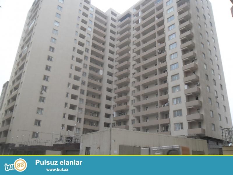 Yeni Yasamalda albali usaq  baxcasinin yan 3otaqli padmayaq,119kv,tam  yasayisli bina.