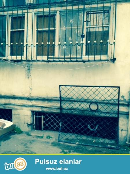 Nəsimi rayonu 28 may küçəsində köhnə tikili binada 2/1 mərtəbəsində sahəsi 31 kvm olan 1 otaq mənzil satılır...