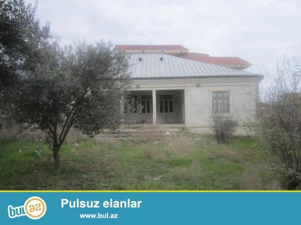 Bilgehde denize yaxin, Zehra Sadliq Sarayinin yaninda, dayanacaqdan 150 m aralida yerlesen, 10 sot torpaq sahesi olan sahibinden kupcali heyet evi satilir...