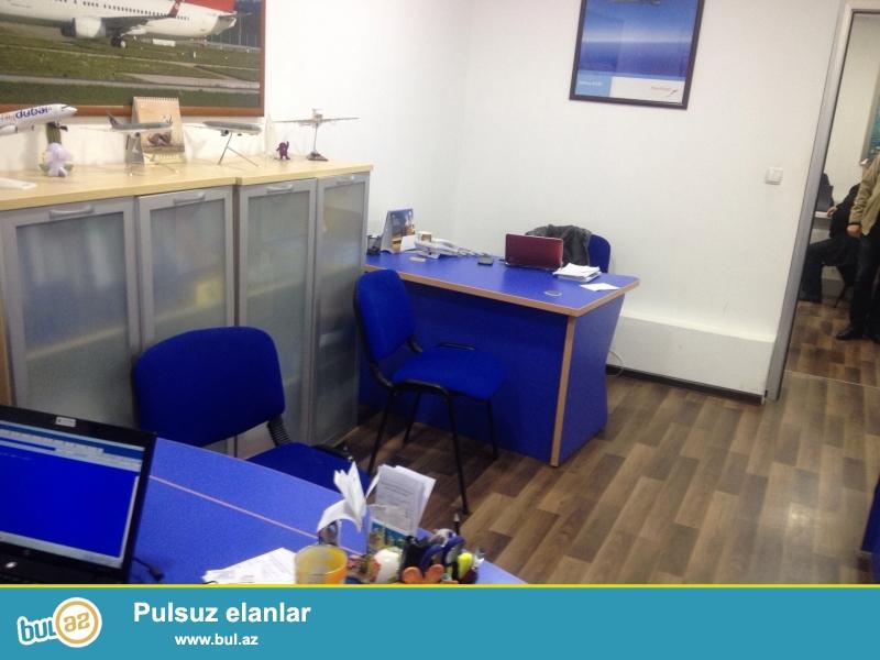 <br /> Sebail rayonu T.Elchin kucesinde 5 mertebeli binanin 1-ci mertebesinde temirli ofis satilir...