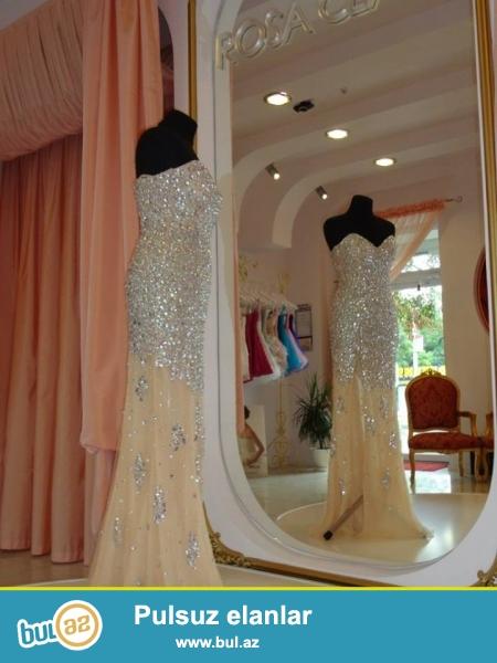 Прекрасное вечернее платье Jovani со шлейфом, полностью в камнях, на молнии...