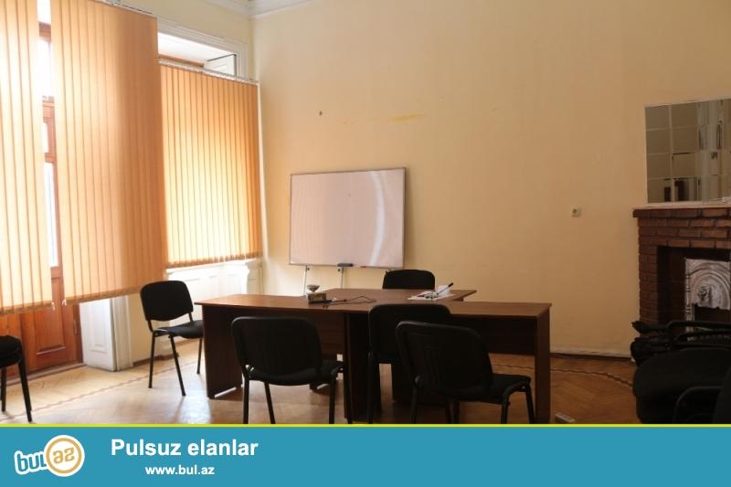 Yasamal Rayonu Cəfər Cabbarlı küçəsi,Metro Nizaminin yani,Şəhərin mərkəzində 3/3-si ümumi sahəsi 150Kv...