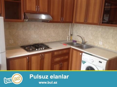Yasamal rayonu Huseyn Cavid prospektinde 5 mertebeli binanin 3-cu mertebesinde 2 otaqli temirli ewyali menzil kiraye verilir...