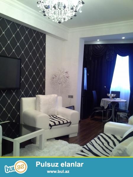 Очень срочно!  Рядом с парком Зарифа Алиевы продается 2-х комнатная квартира  нового строения   16/18, площадью  60   квадрат...