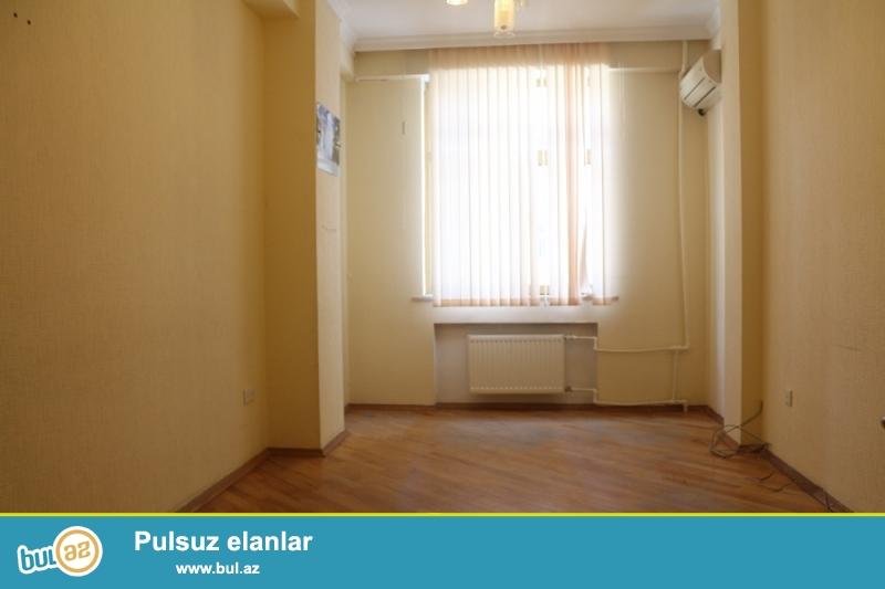 Nəsimi rayonu Dilarə Əliyeva Küçəsi S.Vurğun bağının yaxınlığında 2/14 ümumi sahəsi 150 kv...