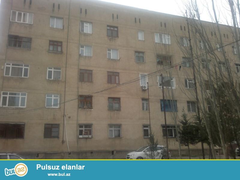 Padamdarda KIA avtomobil salonunun yanında Kiyev layiheli daş binada 4 otaqlı orta təmirli mənzil satılır...