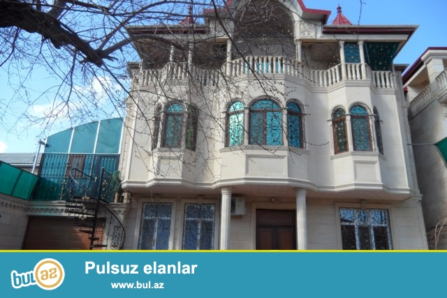 Varovskide     Istanbul   sadliq      evine    yaxin    3   mertebeli   7     otaq   2  h/t  ( kafel- metlag olunub,  asma   tavan   vurulub)  ,  metbex     tam    yuksek   kefiyyet   ile    temir   olunmuw    ev   satilir...