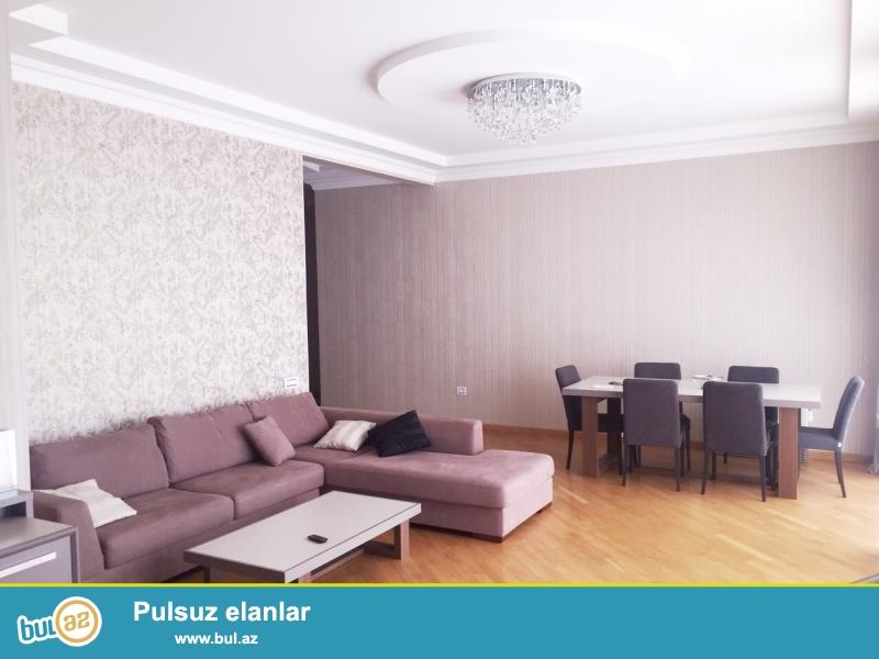 Продается шикарная 2-х комнатная квартира в престижной, полностью заселенной новостройке около метро Нефчиляр...