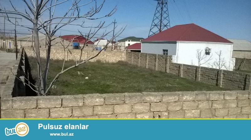 Zıg qəsəbəsində əsas yoldan 50-60 m icəridə sənədli 2 və 6 sot torpaq sahəsi satılır...