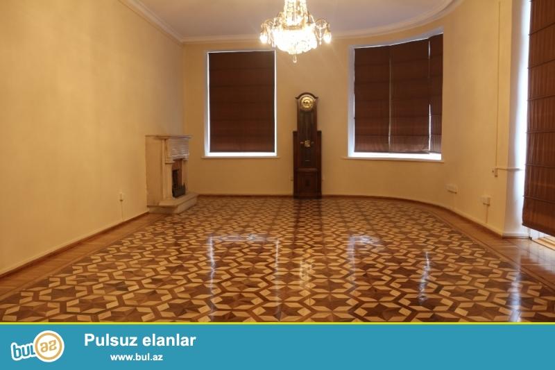 Səbail rayonu Nizami Küçəsi Şaurma 1-rin yaxinliginda 4/2 ümumi sahəsi 255 kv...