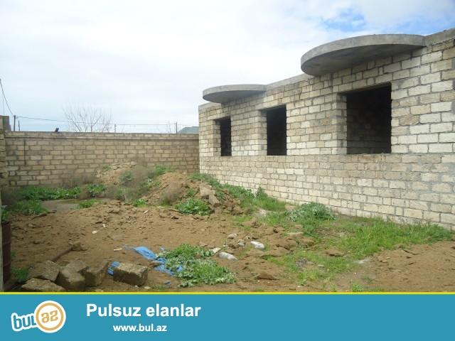 RAUF Sabunçu rayonu, Zabrat Maştağa yolu kanalın üstü deyilən ərazidə əsas yoldan 250 metr məsafədə 12 sot torpaq sahəsində 4 daş kürsüdə 4 otaqlı ev satılır...