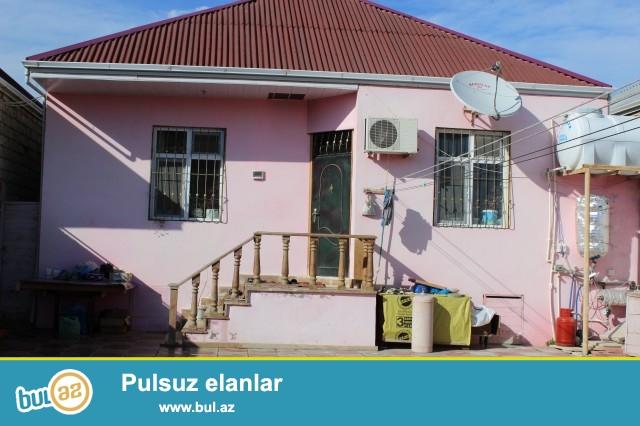 Səməd  Sabunçu rayonu, Ramana savxozunda, yoldan 40 metr məsafədə orta məktəbdən  100metr məsafədə 3 sot torpaq sahəsində 3 otaqlı ev satılır...