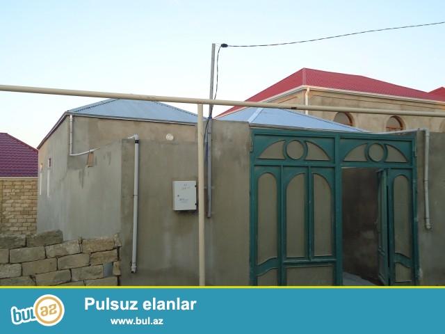 RÖVŞƏN Sabunçu rayonu, Zabrat 1 qəsəbəsi asvalt zavodun yanında 1,2 sot torpaq sahəsində 8 daş kürsüdə 2 otaqlı ev satılır...