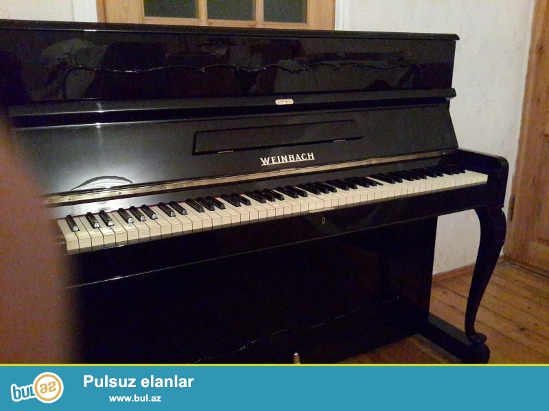 cexiya istehsali olan veynbax pianinosu ideal veziyyetdedir qehveyi rengdedir