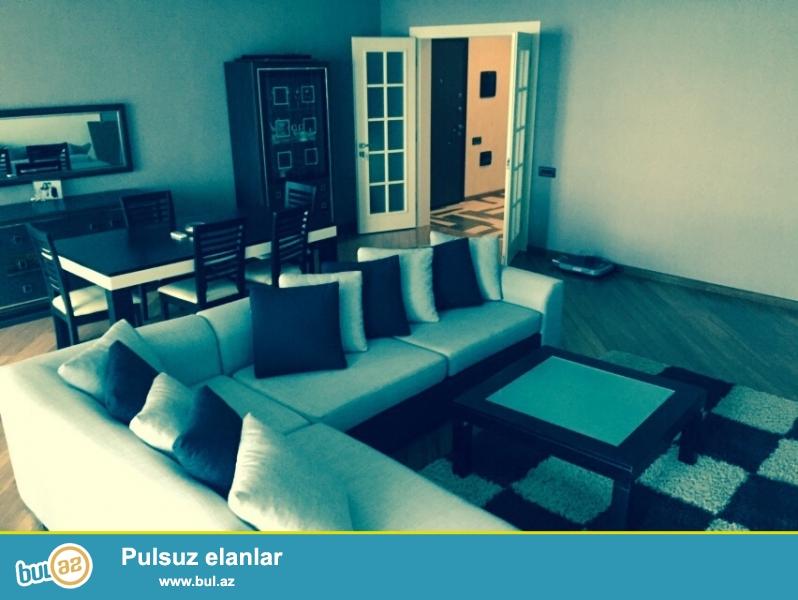 Срочно сдается в аренду квартира в центре Баку , в элитном  комплексе Yeni Heyat  над Мегафаном ...