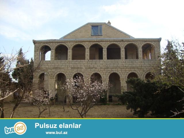 Abşeron rayonu Novxanı bağları AQUA park istirahet merkezinin arxa terefinde sahesi 12 sot olan 2 mertebeli köhne tikili satılır...