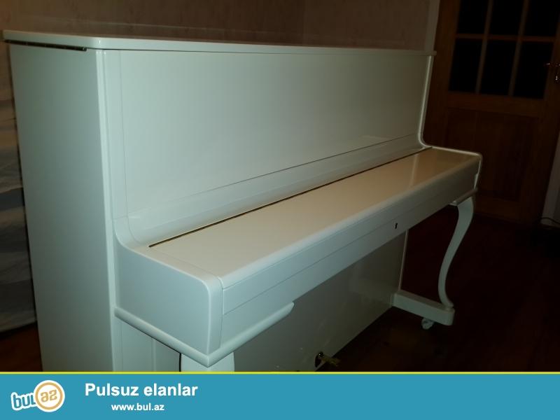 aq rengli cexoslovakiya pianinosu ideal veziyyetddir fiqurlu ayaqli
