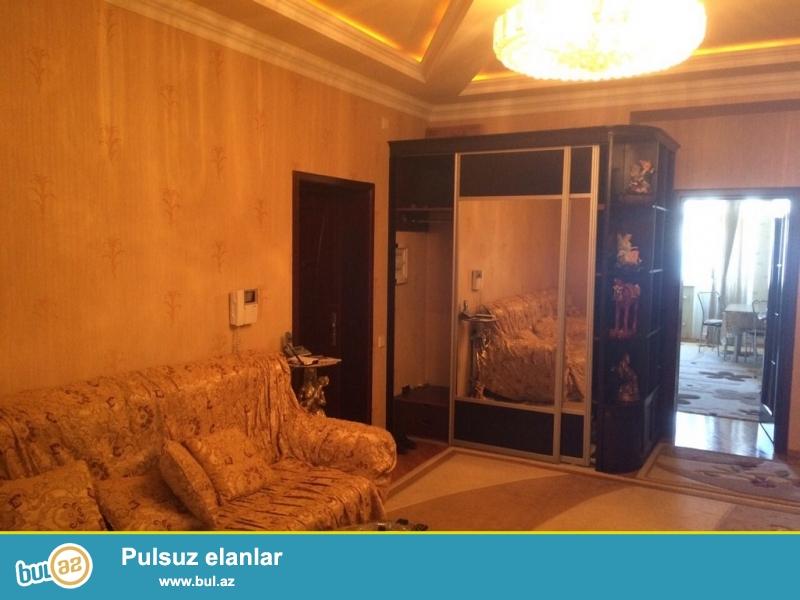 Очень  срочно! Сдается в аренду для солидным клиентам  3-х комнатная  квартира  120 кв  9/16,  на Хатаи ...