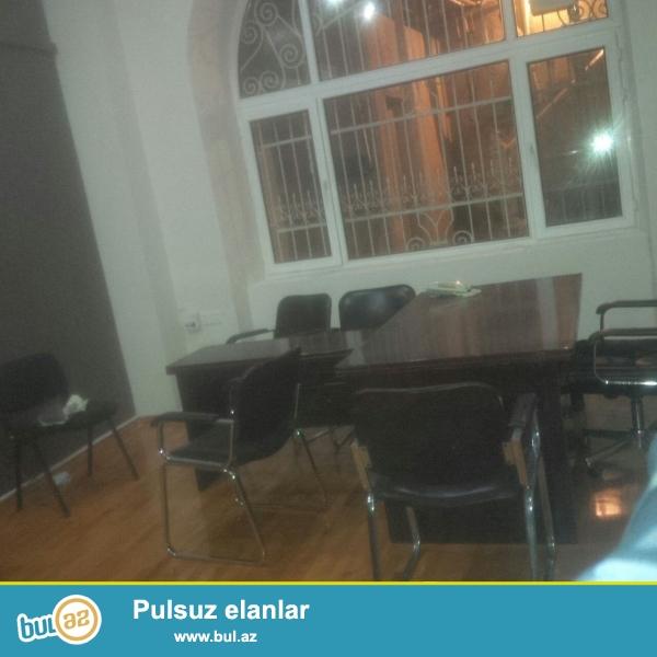 Сдается 3-х комнатное помещение под офис в центре города около метро Сахиль...