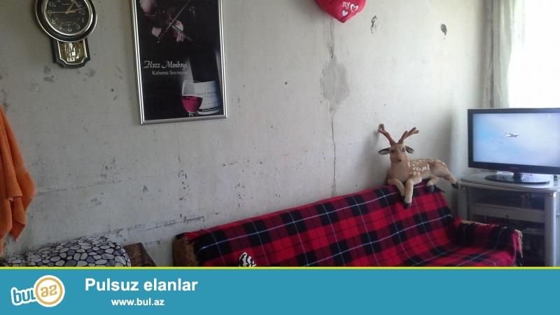 Təcili Zərdabi 45-də Yubileyni ilə üz-üzə yolun qırağı 5/5 1 otaqlı remontsuz ev satılır...
