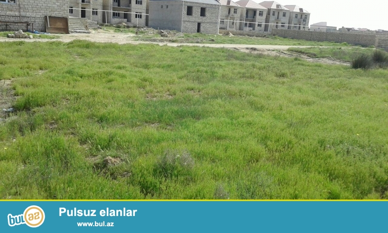 В Сабунчинском районе,в поселке Рамана очень срочно продается 3 сот земельного участка...