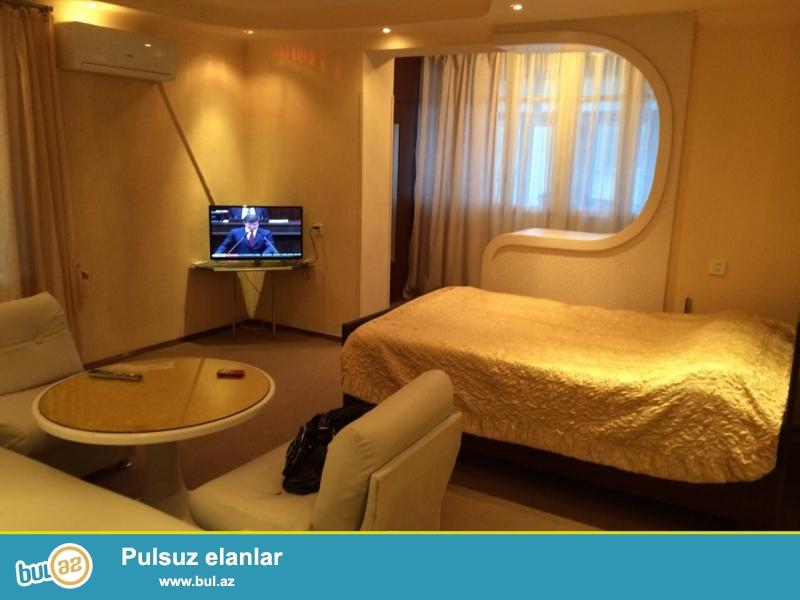 Срочно! По улице Физули, за дворцом Гейдара Алиева продается 2-х комнатная квартира, старого строения 8/9, ленинградский проект, площадью 60 квадрат...