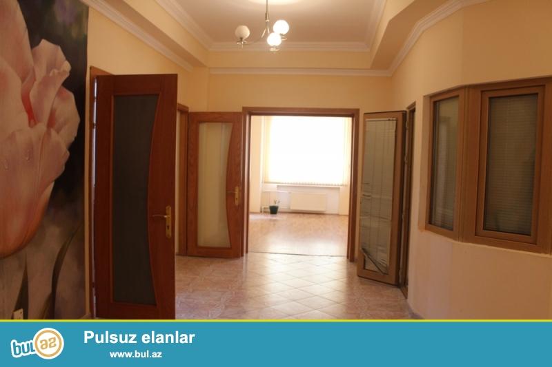 Nəsimi rayonu,Dilarə Əliyeva Küçəsi S.Vurğun bağının yaxınlığında 2/14 ümumi sahəsi 200 kv...