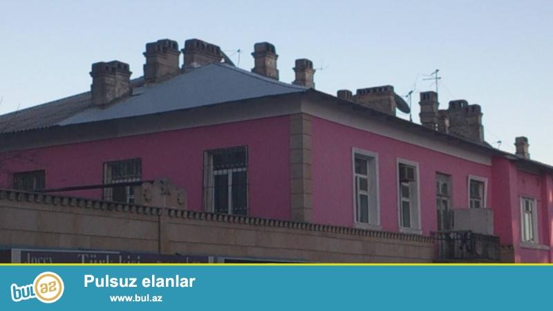 Badamdarın mərkəzində, uşaq bağçasının, poliklinikanın və dayanacağın yanında, 2 mərtəbəli binanın 2ci mərtəbəsində, 2 otaqlı mənzil satılır, ev stalinkadır...