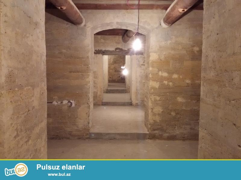 Продается и сдается подвальное помещение в центре напротив ЦУМ'а, по улице Низами, ремонт под маяк, имеется 3 входа (2 со двора, 1 с улицы на проезжую часть), 15 комнат, имееться 2 санузла, проведено электричество...