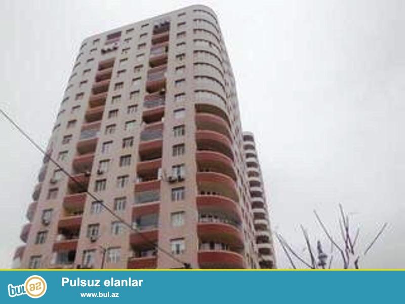 В Ясамальском районе , около метро Эльмляр , сдается 3-ех комнатеая квартира ...