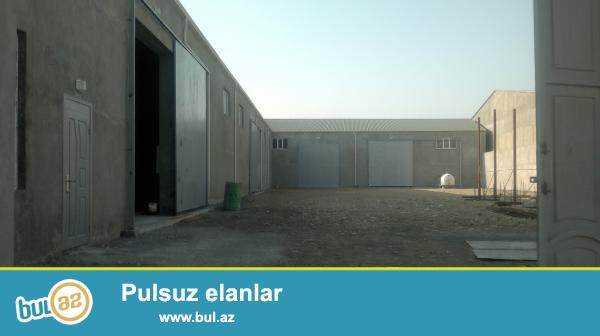 Əzizbəyovda,2 hektar daimi istifadədə olan torpağın içində 2000kvm anbar satilir...