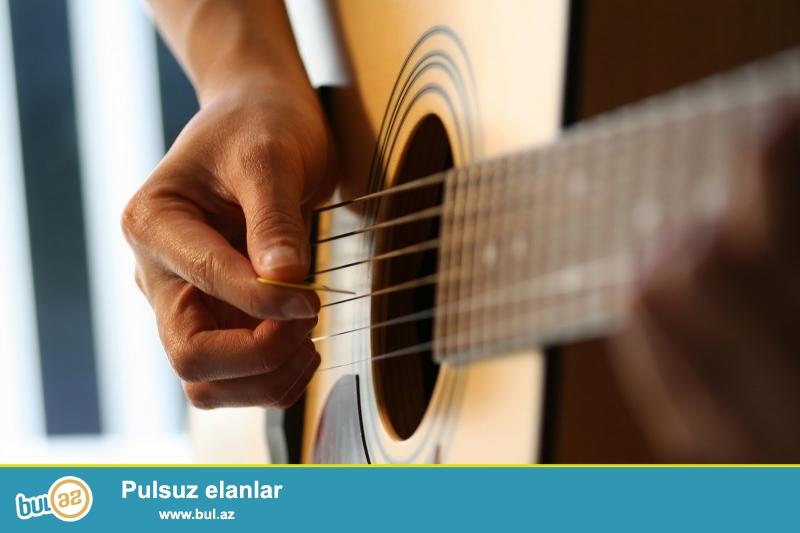 3 aya gitarada ifa etməyi öyrədirəm. Dərslər həftədə 2 dəfə 1-1,5 saat keçirilir...