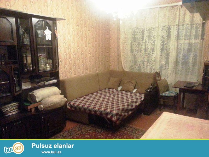 В Ахмедлах около д/т Фарида очень срочно продается 3-ех комнатная квартира...
