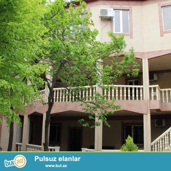 Для очень солидных клиентов ! Рядом с проспектом Ататюрка, не далеко от дороги за магазином « ЗИВЕЛЛА» сдается в аренду на долгий срок  3-х этажный, площадью 450 кв...