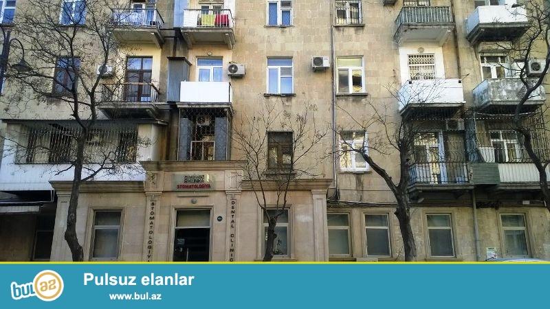 В центре города в Сабаиловском районе,около Меди Клаб срочно продается 3-ех комнатная квартира...