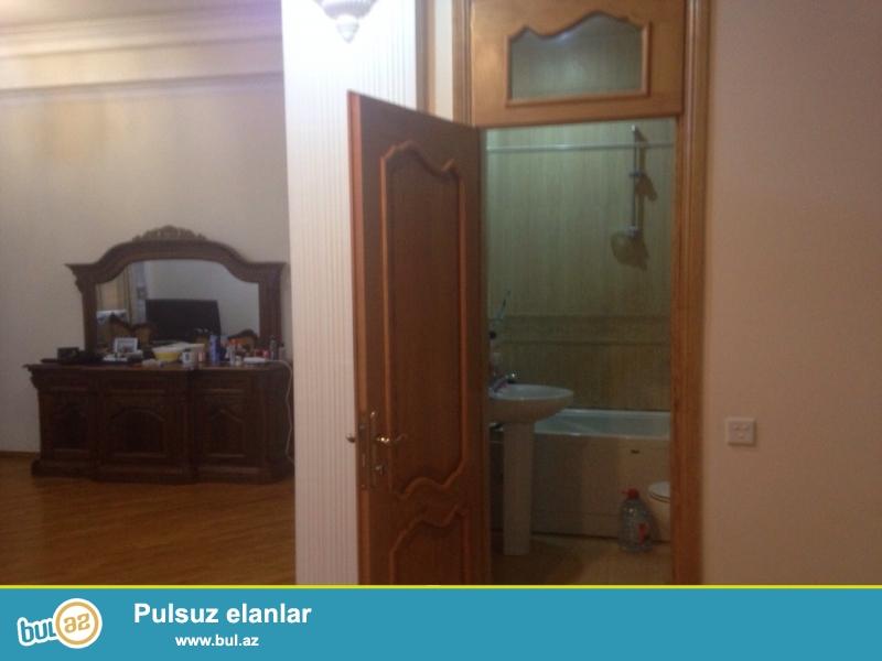 В Насиминском районе,по улице 28мая,сдается 3-ех комнатная квартира,с отличным ремонтом,со всей обстановкой...