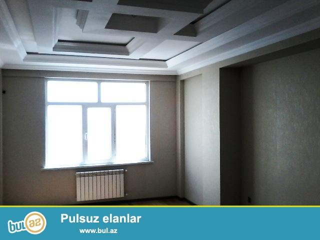 Q.Qarayev metrosunun yaxınlığında 17-15-ci mərtəbəsində,şəhərə və dənizə ponaraması olan,super təmirli,qazlı çıxarışlı (kupçalı) binada 3 otaqlı mənzil satılır.
