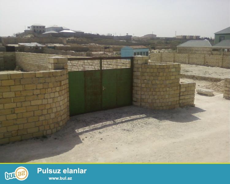Fatmayi baglarinda, Fovqalada Hallar Nazirliyinin istirahet merkezinin ve Heyat Ailevi Istrahet kompleksinin yerlesdiyi <br /> erazide, denizden 500 m mesafede yerlesen 3 sot torpaq sahesi satilir...