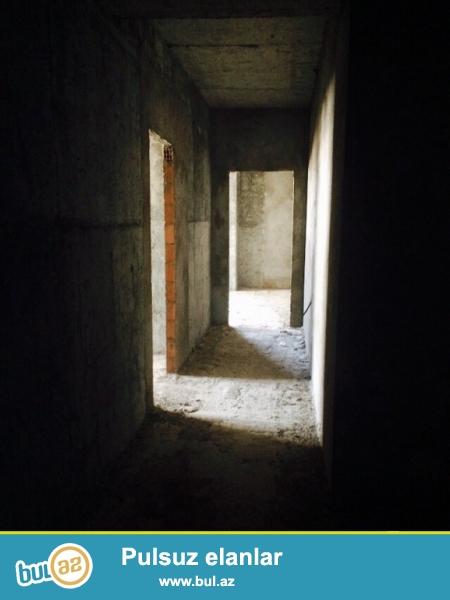 Очень срочно! В элитном комплексе *ШАРУР МТК* в Ени Гюнешли  продается 2-х комнатная квартира  нового строения 13/16, площадью 90  квадрат...