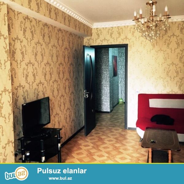 В Ясамальском районе,В Ени Ясамалах,около Бизим Маркет срочно продается 3-ех комнатная квартира МТК-ЭТАЛОН...