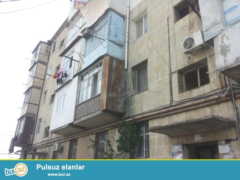 Продается 3-х комнатная квартира, по проспекту Азадлыг угол Т...