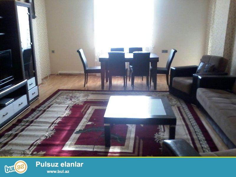В Ясамальском районе,около круга ЦСУ,наротив Эйфеля,в новостройке сдается 2-ух комнатная квартира переделанная в 3 комнаты...