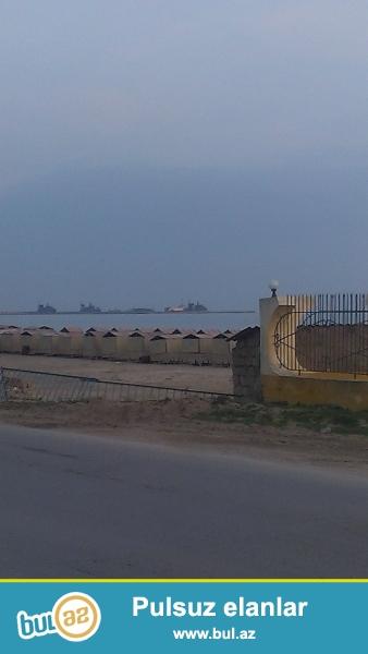 Hovsanda yolun kenarinda denize yaxin avtobus dayanacaginin yaxinliginda ozume mexsus olan torpaq saheleri satiram...