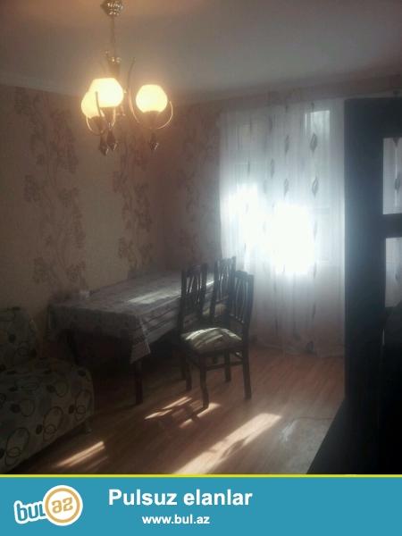 В Ясамальском районе,около метро Иншаатчилар,рядом с АТС продается 1-но комнатная квартира переделанная в 2 комнаты...