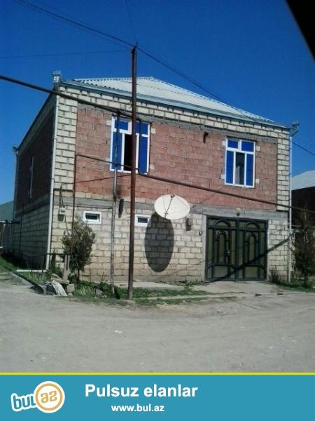 Qubanin Alekseyevka Kəndində  2 mərtəbəli orta shəraitli ev satilir ...