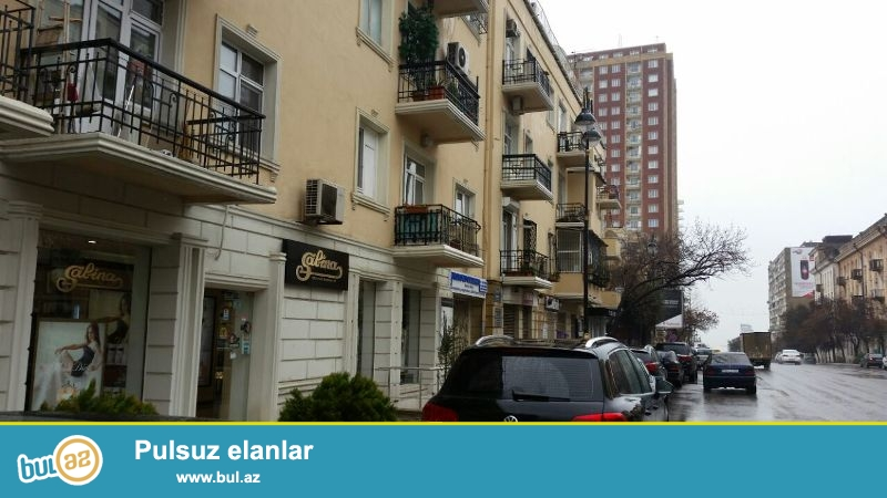 продается 3 комнатная квартира по пр-ту Азадлыг ,проект немецкий ,пл...