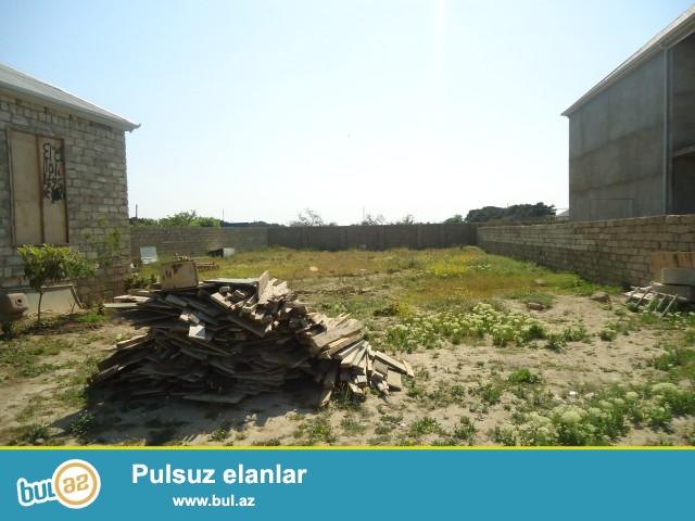 Rüstəm Abşeron rayonu Ramana Savxozu Zeytun Zavod yolunun üstündə 8 sot torpaq sahəsi aşağısı 2 sot olmaqla hissə-hissə satılır...