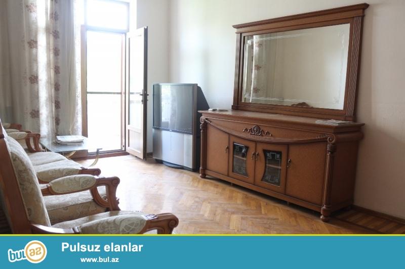 Nəsimi Rayonu Dilarə Əliyeva küçəsi Milli Banka yaxin 5/4 Ümumi sahəsi 80 Kv...
